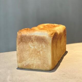 世界初の生食パン「ワンハンドレッド」