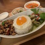 Bangkok Spice - ガパオライス&グリーンカレーセット 1,200円