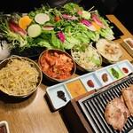 サムギョプサルと野菜 いふう - 野菜盛り合わせ+おかず4種+スタンダードなお肉