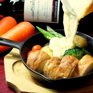 肉料理も海鮮も!様々なグリルプレートにラクレットチーズを!