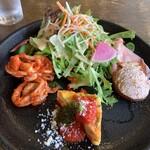 ラ・ベファーナ - 前菜盛り合わせ:サラダ(烏賊とトマトソース、モルタデッラ、バゲットのディップ、オムレツ サラダが山盛り。ガッツリランチです。バゲットのディップはツナかな。前菜が一つずつ丁寧に作られていました。 これだけでお腹いっぱい。