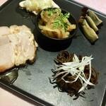 中国菜館 志苑 - 前菜5種盛りです これで3〜4人前って・・・少ないよぉ