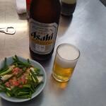 138513225 - 貝とカニの酢の物とビール