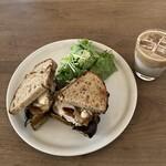 138513985 - 湘南小麦のカンパーニュのサンドイッチ
