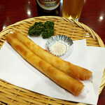 138514012 - 海老春巻(2本¥968)。運ばれてきた途端、食欲をそそる香りが立ち上る