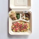 ディアンドデパートメント - 「京都定食弁当」¥1,080。10月は、丹後地方の鯖のばら寿司がメインの定食です。