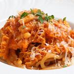 """ボッテガ ニック - シエナの伝統パスタ""""ピチ""""~トリッパのトマト煮込みソースで~"""