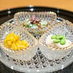 138519563 - 活け蛸の小倉和え  芋茎の白和え、青柚子  玉蜀黍の手毬揚げ