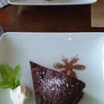 アスタリスク - チョコレートケーキとリンゴのケーキ