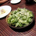 ビストロ ビンゴ - パルメザンチーズたっぷりシンプルグリーンサラダ