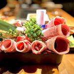gyuutoroyakishabusemmontenjuunimatsurokuzaemon - 寿六  黒毛和牛三種と牛タンの盛り合わせ
