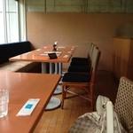 キャトル・セゾン - 隣のテーブルには、まだ、お客さんが来ていませんでした。