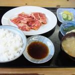 峠茶屋 - カルビ焼き定食(とん汁付)