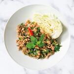 鶏挽き肉とハーブのスパイシーサラダ