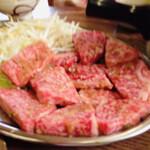 東山食堂 - 和牛ロース、絶品です。2,160円 かなり厚みあるカット。一見するとロースには見えないのですが、非常に柔らかく、程良い綺麗なサシが入っています。頬っぺた落っこちる美味しさです。