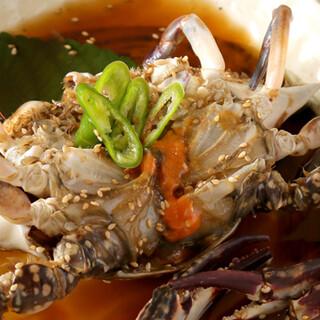 豊洲市場直送。鮮魚の薄造りや生牡蠣などもご提供◎