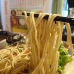 大砲ラーメン 大分店 - 麺はどれも低加水ストレート麺