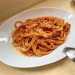 138582836 - グアンチャーレを使ったトマトソースのブカティーニ