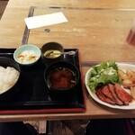 鉄板ビストロ 小島 - 肉定食750円。