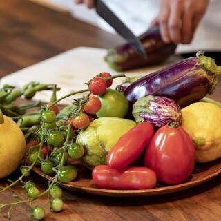 ◆「ナチュラルフレンチ」に欠かせない、旬で新鮮な野菜を厳選。