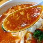 焼肉 中華 和食 のがみ苑 - 【2020.10.15(木)】トマトラーメン(並盛・140g)890円のスープ