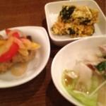 アッシジ - お任せ小皿3品(800円)