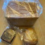 Heidi - 料理写真:この中から3種類のパンを自宅に買って帰りました。