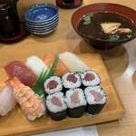 すし処 裕喜 - 料理写真:すし定食(赤出し付き)800円