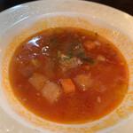 ガロパン フレンチレストラン - ミネストローネスープ なんだかホッとする味。人参、ジャガイモ、ベーコン、たまねぎ。 トマト。レシピ知りたい。