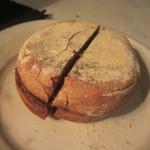 チクテカフェ - ライ麦黒マフィンハムチーズ 550円