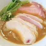138622267 - 叉焼は鶏肉と豚肉で、内訳は鶏肉4枚、 豚肉2枚でした。