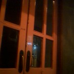 13863882 - 夜、待合席から見た、中入り口のドアです