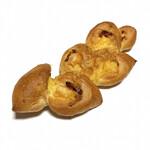 エディアールベーカリー - チーズとベーコンのエピ(税込249円)
