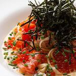 3世代で楽しめるイタリアン 「キッチンmatsui」 - 料理写真:ズワイとフレッシュトマトのカニクリームパスタ ~プチプチイクラのせ~