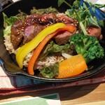 NUTS CAFE TRIP - 鉄鍋ステーキ飯
