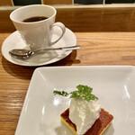 シャンパン食堂のフレンチバル ル・コントワール・ド・シャンパン食堂 - リコッタチーズケーキと珈琲