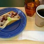 高砂パンケーキ茶屋 パンドウィッチ - 料理写真:シングルカフェセット(チョコマロンのパンドウィッチ・ホットコーヒー)