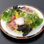 ラ パティスリー デュ ミュゼー パール トシ・ヨロイヅカ - サラダ 1,000円