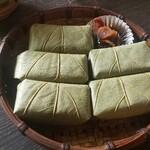138671832 - 柿の葉寿司