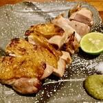 炭火焼とり えんや - 鶏の塩焼きかな。コレは美味しさがダイレクトに来ます❤️