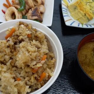 おわせ魚食堂 - 料理写真:魚ご飯・大+アオサ味噌汁+イカ炒め+アオサ出汁巻き=尾鷲