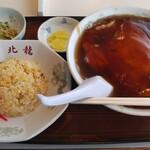 中華飯店 北龍 - 料理写真:カニ玉ラーメン+半チャーハン