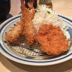 とんかつ濱かつ - 料理写真:エビフライとチキンかつランチ