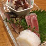 シンスケ - 刺身盛り合わせ三種 1600円(1人前)