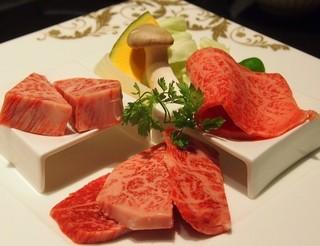 仙台牛焼肉 花牛 - 角切りサーロイン、カルビ、霜降り上ロース、焼き野菜