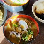 天ぷら 大吉 - あさり汁 と 卵の味噌汁