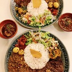 138701368 - 牛バラのスリランカカレー+カボチャのポリヤル添え                       ナンコツ入りスパイスチキンキーマ+うずら卵のマサラ添え