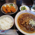 お食事処 しずなみ  - 料理写真:右奥は日本酒
