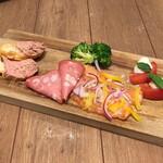 ピッツェリア&バー マーノエマーノ - 前菜5種盛り合わせ