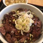 Shinkawataishoukenhanten - 純レバ丼。ネギの大半をスープに移動済